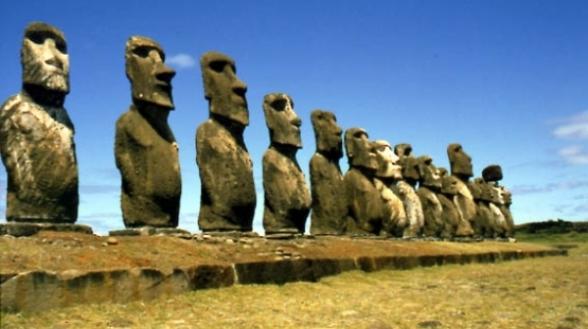 Les  siluetes silencioses de l'illa dePasqua